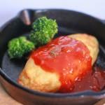 チーズオムレツ トマトソース添え